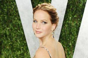 Jennifer Lawrence apologizes for missing out director in Oscarsspeech