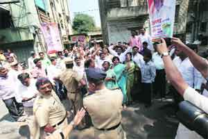 War between NCP,MNS heats up; security stepped up at both offices