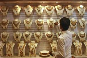Gold price hits 2-1/2-week high on Cyprus bailout worries