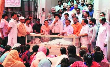 Drivers' protest ends as Cong takes up theircause