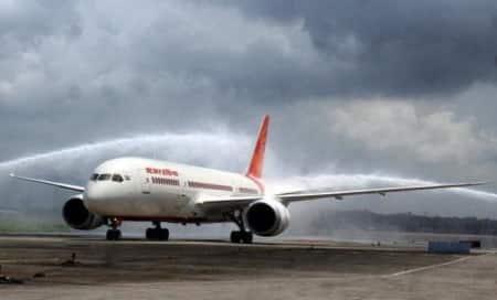 Air India Dreamliner windshield developscracks