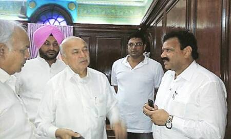 'Proclaimed offender' in Punjab Cong team that met Shinde