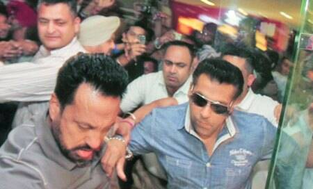 Traffic troubles,disappointed fans as Salman Khan visitscity