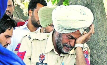 Constable loses daughter,wife under speeding truck