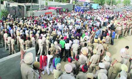 Teachers protest,police assure meeting with CM