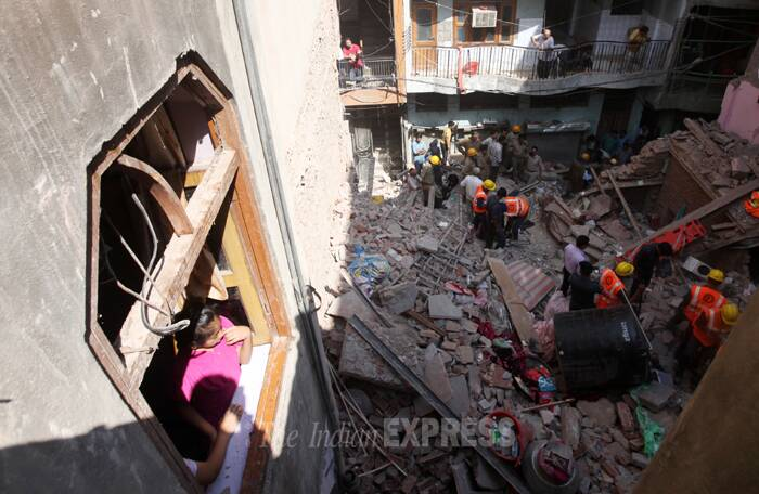 delhi-building-collapse