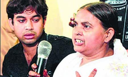 'Attempt' to shoot Ishrat Jahan'smother