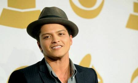 Bruno Mars to wear Dolce and Gabbana-designed outfits