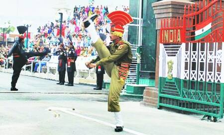 Wagah-like ceremonies on Bangla border,minus the aggression