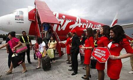 AirAsia's Tony Fernandes takes dig at Kingfisher Airlines' Vijay Mallya?