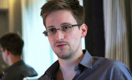 Iceland lawmakers discuss citizenship for Snowden