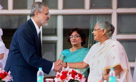 Najeeb Jung replaces Tejendra Khanna as new Lt Governor ofDelhi