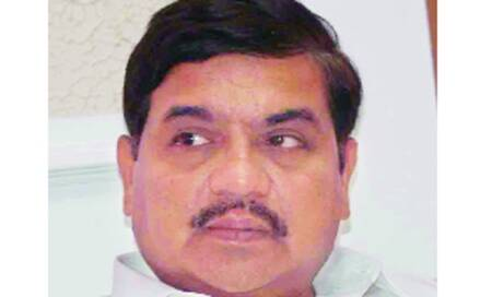 R R Patil wants changes in cops' transfers,Chavan wants areview