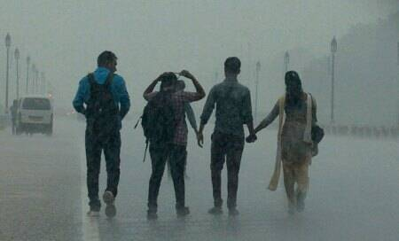 Heavy rains throw traffic out of gear in Delhi,cause massive water-logging