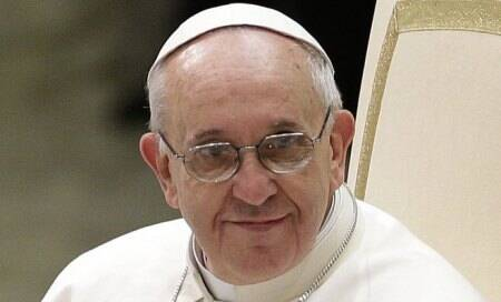 Pope Francis shocks,says he won't judge gay priests