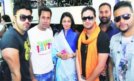 Star cast of Naughty Jatts in thecity