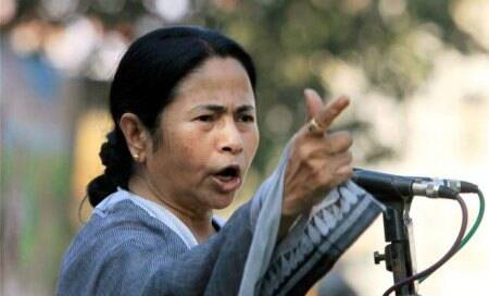 Mamata Banerjee rules out division of West Bengal,blames Congress for agitation