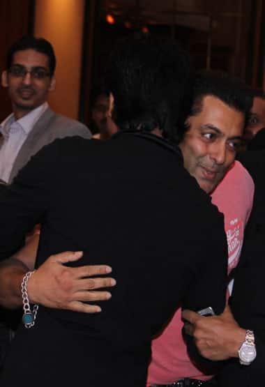 Salman Khan hugs SRK