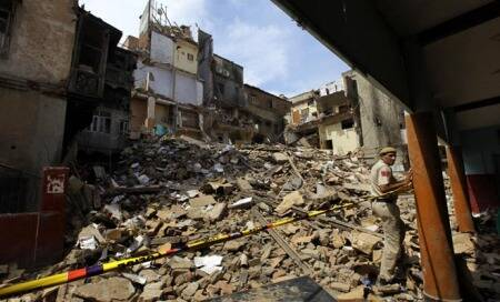 Delhi: 100-year old building collapses in Chandni Chowk,no casualties