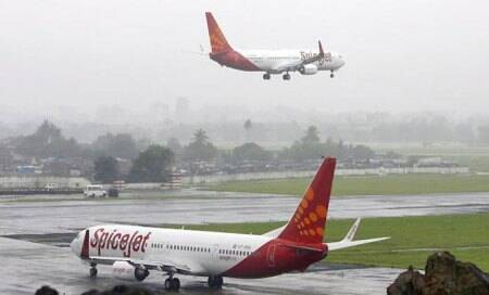 SpiceJet to pay Rs one lakh for making family members board differentflights