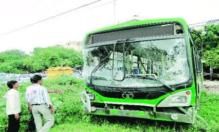 Driver loses control of DTC bus,kills woman,injures three in Laxmi Nagar
