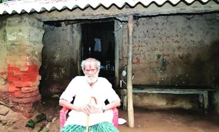 In Orissa,a former king now depends on villagers for meals