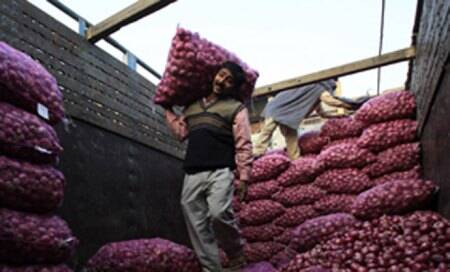 Onion price soars to Rs 50-55/kg,won't come down 'anytimesoon'