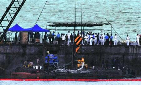 Submarine's twin hulls contained fire,reducedlosses