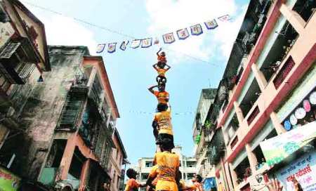 365 Govindas hurt in dahi handi revelry,2 die on way