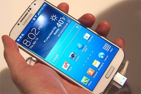 Smartphone sales rise three-fold,Samsung still No. 1,but Indians just love phablets:IDC