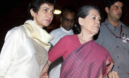 Sonia Gandhi,accompanied by daughter Priyanka,flies to US for medical check-up