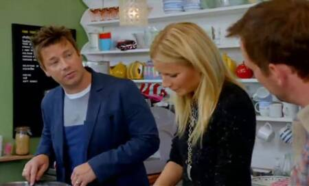 Jamie Oliver gives cooking lesson to Gwyneth Paltrow