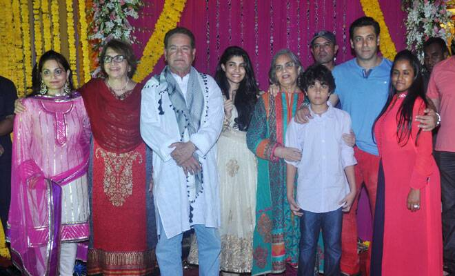 M_Id_418146_Salman_Khan_and_family