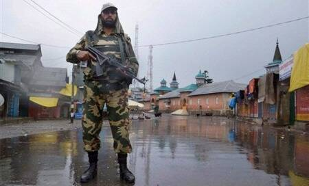 Shopian killing: Curfew continues in major towns for second consecutiveday