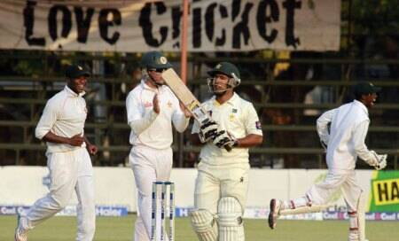 Pakistan 106 runs away from series,Zimbabwe need five scalps for Test win
