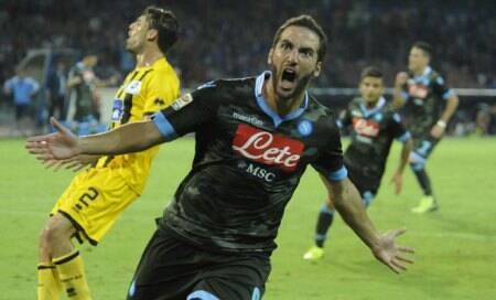 Napoli top Serie A after Gonzalo Higuain,Jose Callejon strikes