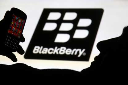 BlackBerry makes BBM available for Windows Phone Users
