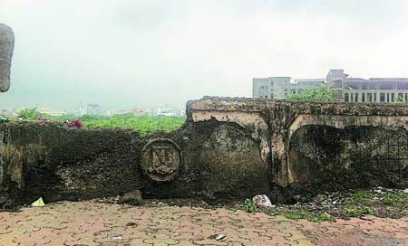 Its boundary wall in ruins,MU moves to fortify campus
