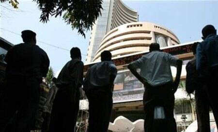 BSE Sensex more than 200 points down,HDFC Bank,Mahindra,Reliance shares fall