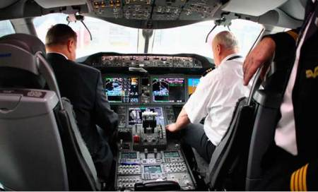 2 pilots admit to dozing off in plane cockpit
