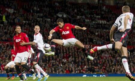 Hernandez steels Suarez limelight as Manchester United beat Liverpool