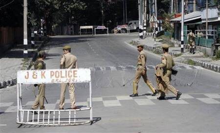 Militants open fire at Army vehicles,policemen in Srinagar; area cordoned off