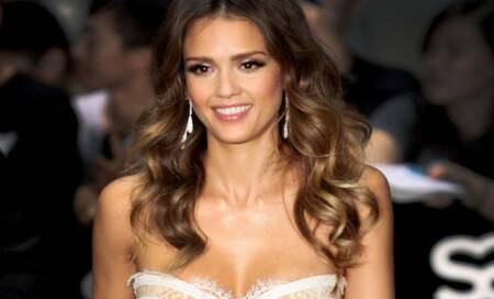 Jessica Alba debuts newhairstyle