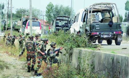 Days after Jammu attack,militants fire on Army	at Hyderpora in Srinagar