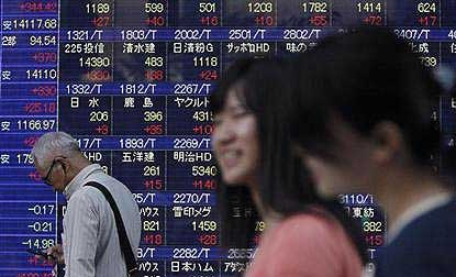 Dollar sandbagged by US politics; Asian stocks resilient
