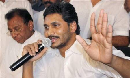 Telangana: Jagan blasts Centre,calls for 72 hour bandh