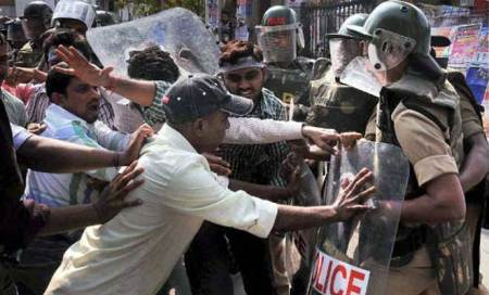 Telangana issue: Curfew relaxed for 9 hrs inVizianagaram