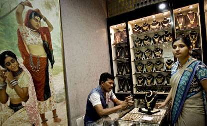 Gold price recovers on good buying,silverweakens