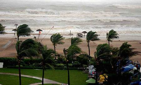 Cyclon Phailin: East Coast Railway resumes train services,power situation under control