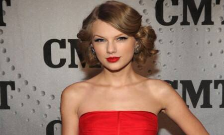 Taylor Swift unveils newsong